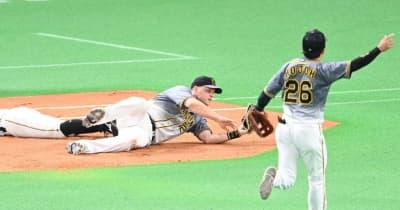 阪神・サンズが来日初の一塁守備でハッスルプレー 全く違和感なし