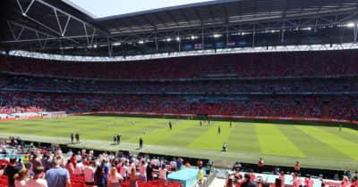 EURO2020、ウェンブリーのスタンドからファン落下…重体に