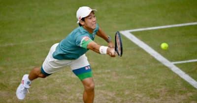 錦織圭、グラスコート白星発進。世界2位メドベージェフ初戦敗退、大会スポンサーの看板を蹴りつける[ATP500 ハレ]