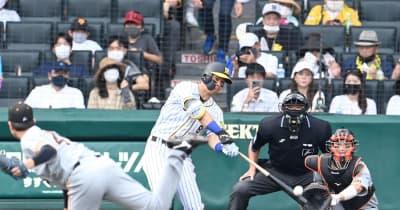 阪神・佐藤輝が2戦連発の18号ソロ 球団新人では80年岡田に並ぶ