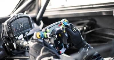 ベントレー、ゲームと共用できるステアリングホイール開発…パイクスピーク2021参戦車に装着