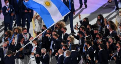 各国選手は入場時も感染対策 アルゼンチン一団は飛び跳ねながらもマスクはガード