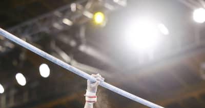 予選落ちの体操・内村航平 拍手、グータッチ 試合会場に戻りチームメートを見守る