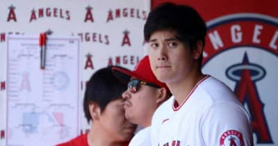 【MLB】大谷翔平が目を閉じ髪をかき上げ… 何気ない仕草が「色っぽすぎ」「見惚れてしまう」