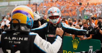 アルピーヌのオコンがF1初優勝「自分がGPウイナーだなんて信じられない!」アロンソのサポートにも感謝/F1第11戦