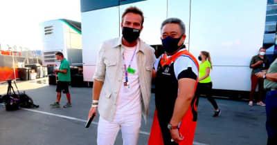 【あなたは何しに?】元F1ドライバーが母国レースで奔走。レース後にはレッドブル・ホンダの優勝を祝う