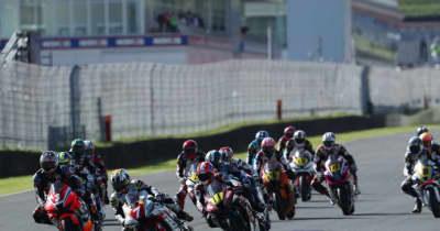 中須賀が独走でポール・トゥ・ウイン。全戦優勝にリーチ/全日本ロード第7戦オートポリス JSB1000 レース1