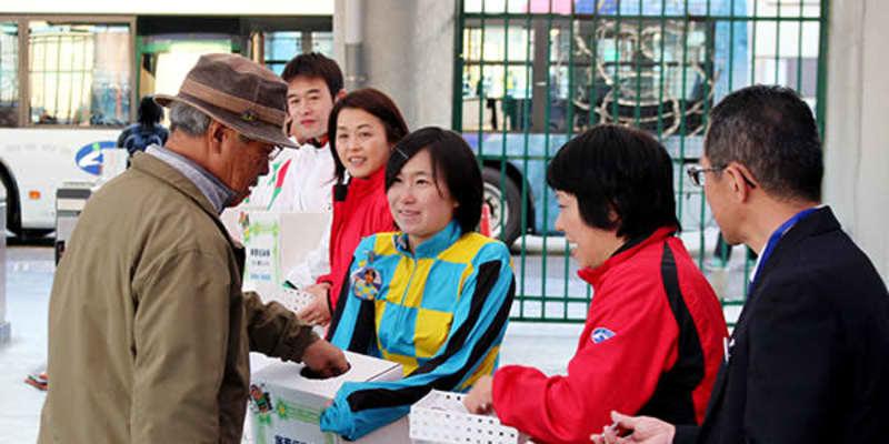 浦和競馬組合・騎手らが募金活動 豚コレラ対策に取り組む畜産農家を支援 売り上げの一部を支援金に | 埼玉新聞
