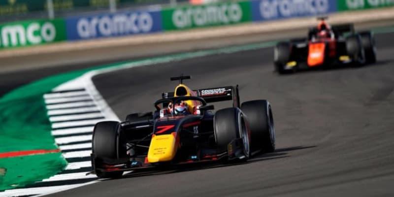 【速報】角田裕毅が初優勝。残り3周で2台を抜き去り大逆転勝利/FIA-F2第5戦イギリス レース2