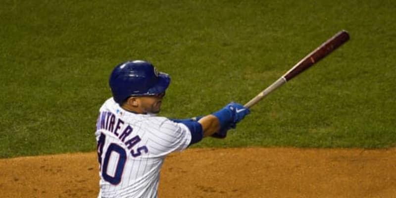 【MLB】カブス捕手、本塁打より高く飛んだバットフリップに米爆笑 「月に飛んでいった」