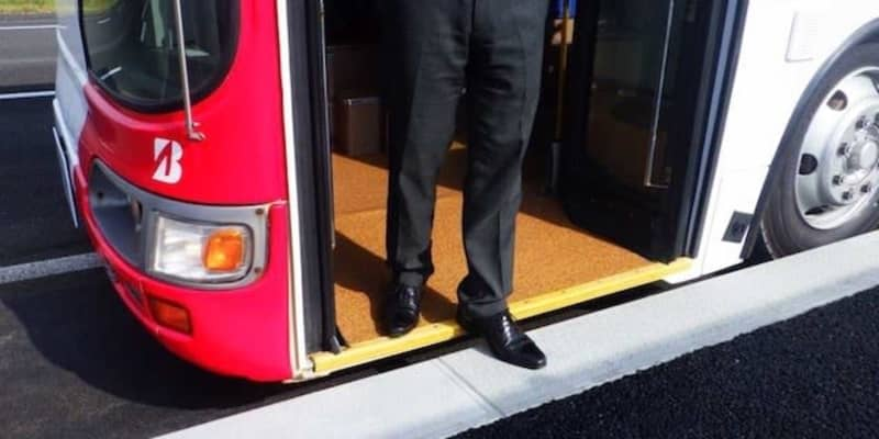 ギリギリに寄せてスムーズなバス乗降、福岡市アイランドシティがバリアレス縁石導入へ
