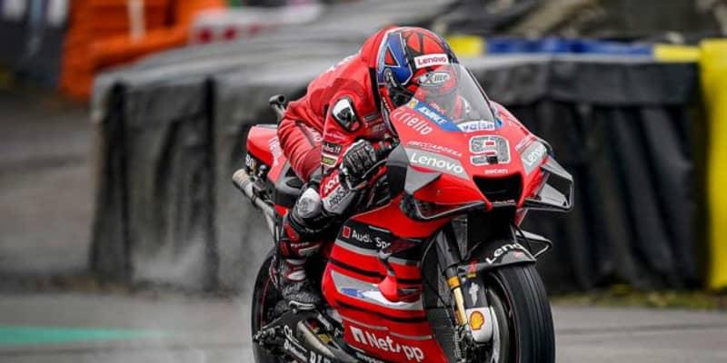 MotoGP第10戦:スタート直前の雨が変えた路面。ペトルッチが2020年初優勝し、ホンダのマルケス弟が2位獲得