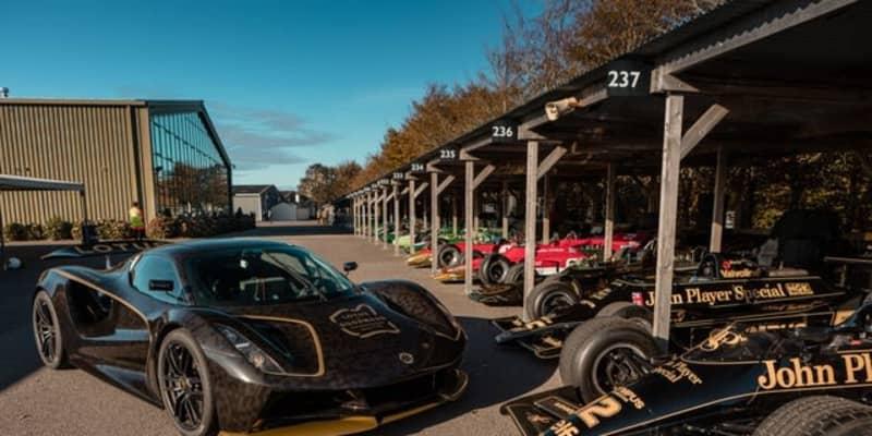 EVハイパーカー『エヴァイヤ』、最も有名なロータスF1カラーに…グッドウッドで発表[動画]