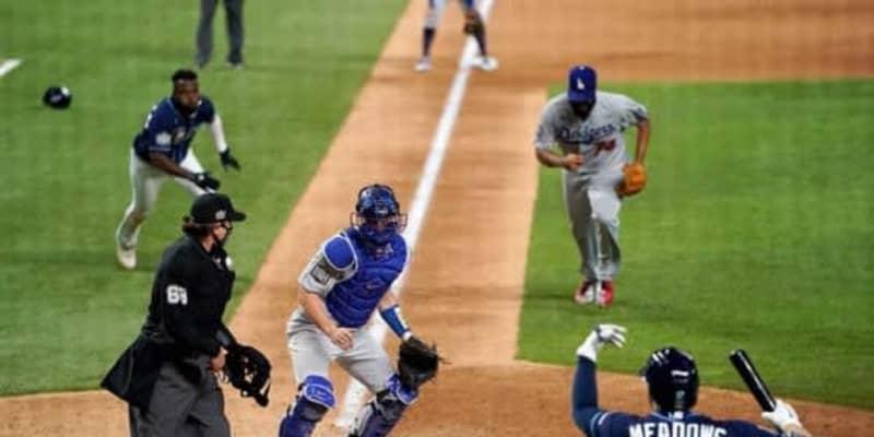 【MLB WS】走者転倒で絶好の挟殺チャンスも…まさかのサヨナラ後逸にド軍指揮官「不運としか」