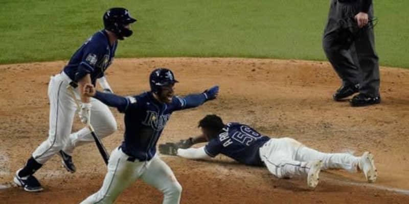 【MLB WS】「今でも理解できない」 ファンブル&転倒&後逸…ミス連発サヨナラ劇にファン衝撃