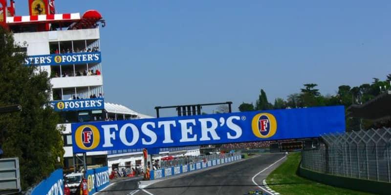 【F1サーキット巡り】フェラーリ親子の名を冠したイモラでティフォシが熱狂。タンブレロにはセナの銅像も