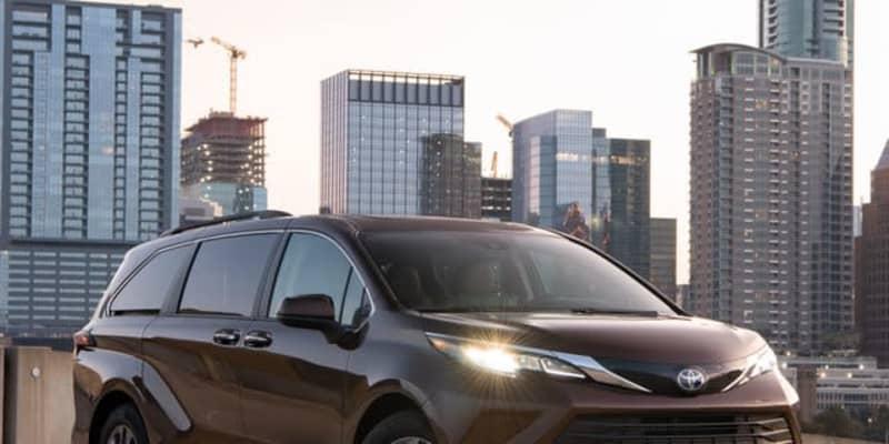 トヨタ シエナ 新型、全車ハイブリッドの大型ミニバン…11月米国発売