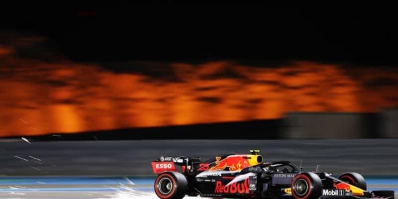 「アルボンのクラッシュは非常に残念」と代表。モノコックとエンジンは無事か:レッドブル・ホンダ【F1第15戦金曜】