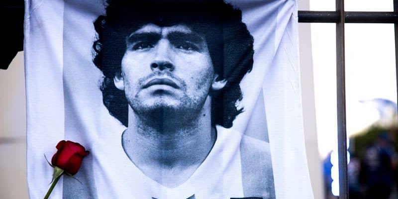 """「マラドーナの死をもって、サッカーは一度死ぬ」アルゼンチンに""""憑かれた""""男の喪失と欠落"""