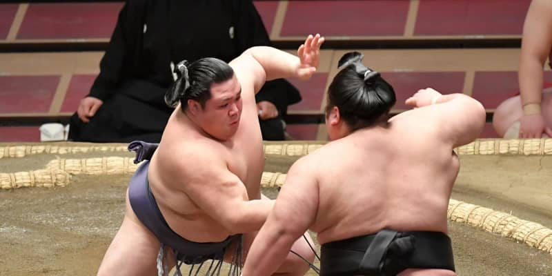 貴景勝が5敗目 前日の白星をきっかけにできず、阿武咲に押し出される