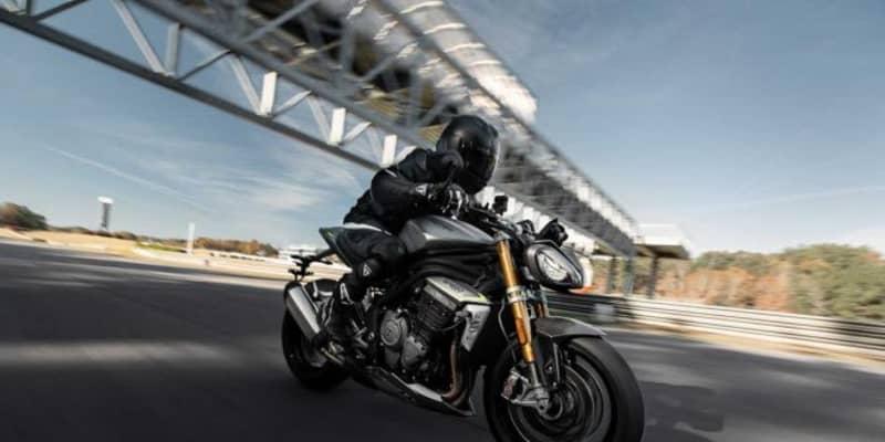 トライアンフ、歴代モデルを進化させた新型SPEED TRIPLE 1200 RSを4月上旬より発売
