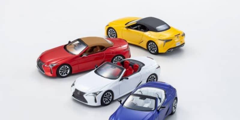 『レクサスLC500コンバーチブル』を京商がモデル化。オープン/クローズ両スタイルが堪能