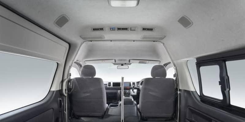 トヨタ、飛沫感染対策セパレータをハイエースに設定…安心安全な移動環境をサポート