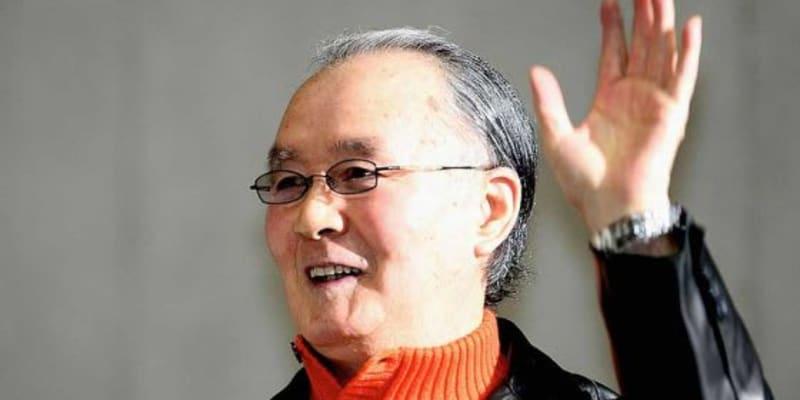 巨人ナインが長嶋茂雄終身名誉監督を囲んで笑顔に 85歳でも放ったオーラ