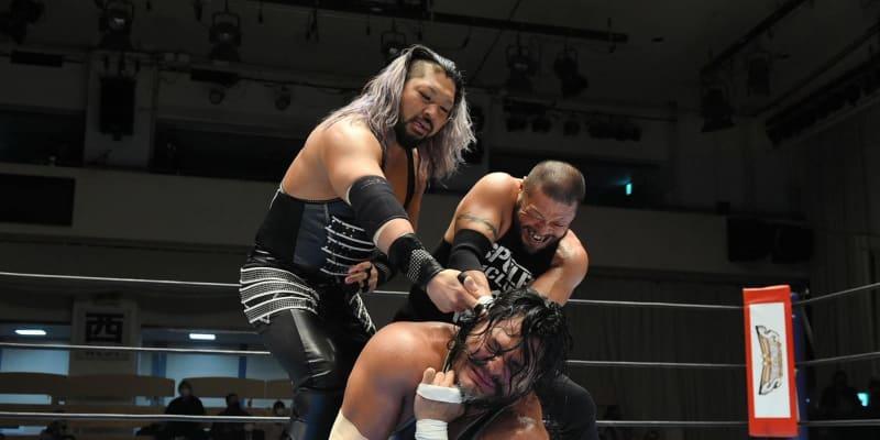 新日本・EVILが王座新設を予告「IWGPなんて消し去る」東郷とコブ襲撃の暴挙も