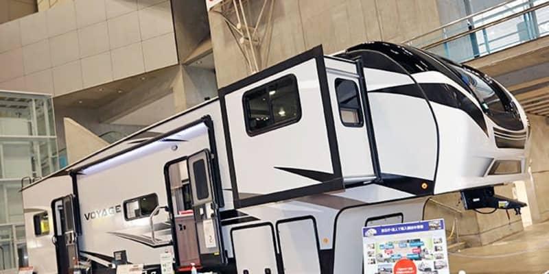 動く住宅!? 巨大過ぎるアメリカントレーラー「ウィネベーゴ」に驚く!【ジャパンキャンピングカーショー2021】
