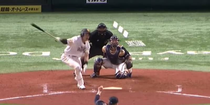 「想像以上」「意味が分からない」 鷹柳田、右手1本&逆方向フェン直二塁打が凄い