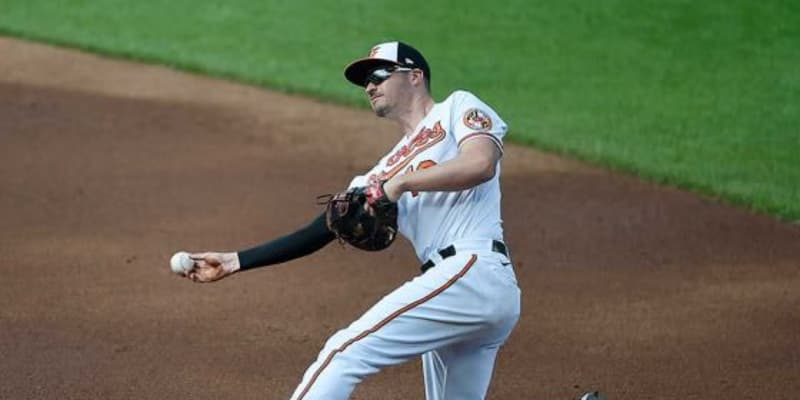 """【MLB】送球がミットを""""破壊"""" 美技を台無しにした失策に「責任をグラブが負うべき」"""