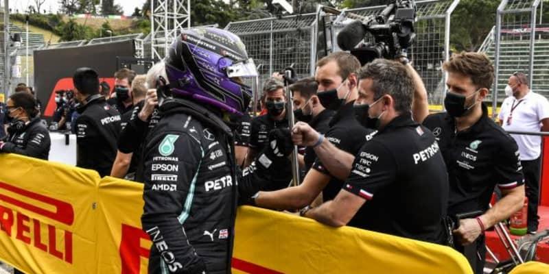 ポールのハミルトン「レッドブルとは2対1の厳しい戦いになる」メルセデス/F1第2戦
