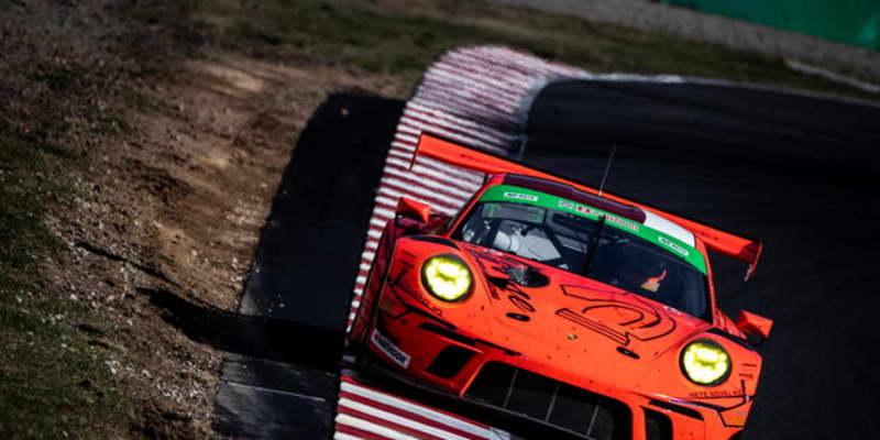 【スーパー耐久 第2戦】ラスト9分のバトルの末、16号車ポルシェ911GT3Rが今季初優勝をマーク