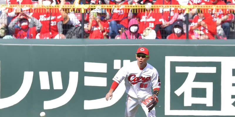 広島・羽月「ジェスチャーをしないといけなかった」西日で打球を見失う