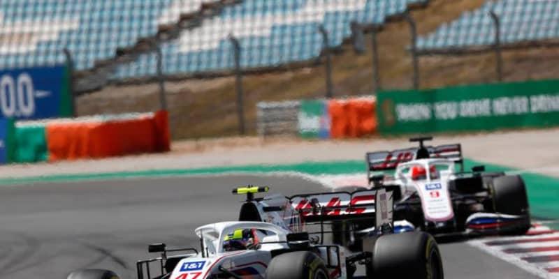 【F1チームの戦い方:小松礼雄コラム第4回】青旗処理と同時にタイヤ管理、バトルを展開。大きな可能性を感じさせたミック