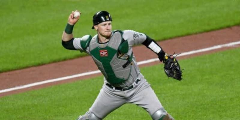 """【MLB】一塁走者が絶望した「拳銃」 無駄のない""""高速牽制""""の「リリースがマジで速い」"""