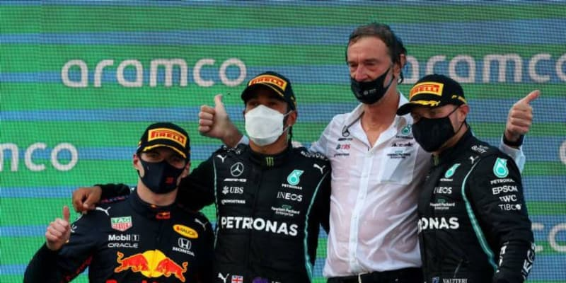 戦略を活かしたハミルトンが終盤に首位奪回、今季3勝目。角田はトラブルでリタイア【決勝レポート/F1第4戦】