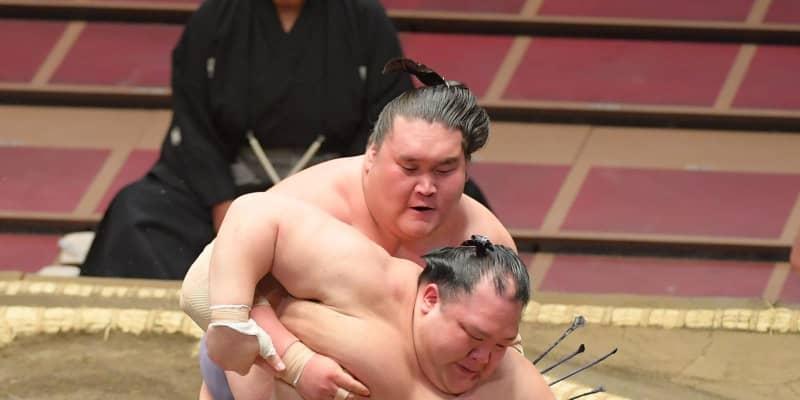 3大関に土 連勝は照ノ富士だけ 貴景勝、朝乃山、正代と相次いで敗れる