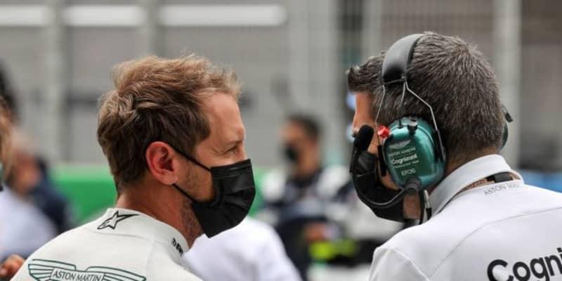 ベッテル「キミの後ろでタイヤを傷めてしまい、入賞争いが困難になった」:アストンマーティン F1第4戦決勝