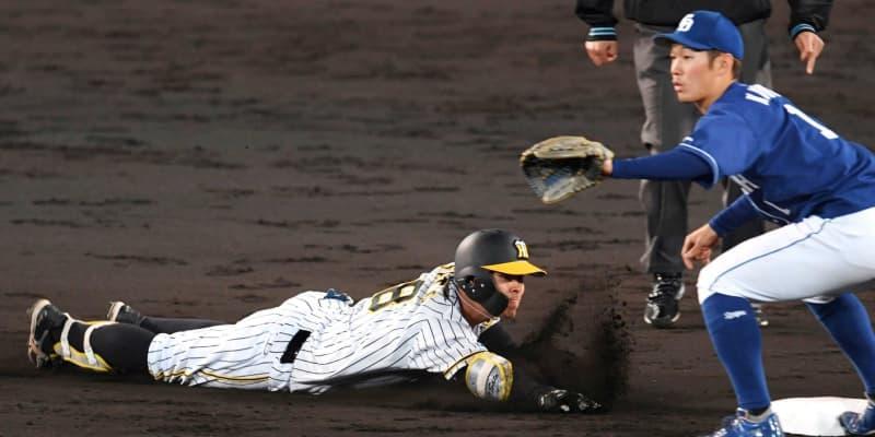 阪神ドラ1佐藤輝 超驚打!詰まった打球がフェンス直撃 15試合連続出塁