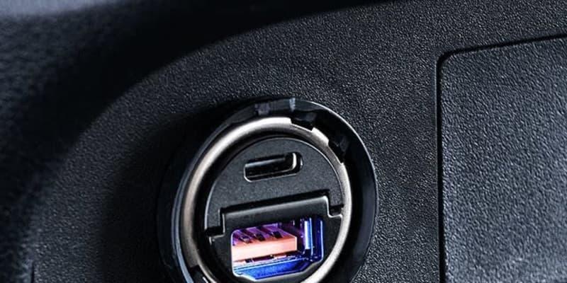 「アクセサリーソケットにスッポリ収納」超小型カーチャージャー発売 サンワサプライ