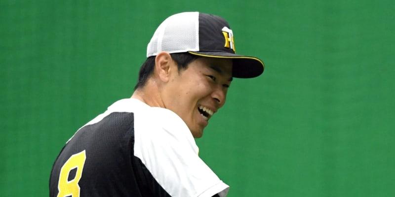 新井貴浩氏が指摘 阪神・佐藤輝 フルスイングがいい意味で振り幅長い