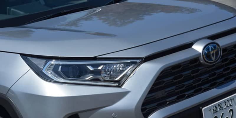 バカ売れトヨタ ハリアーの陰でRAV4の販売台数が3割ダウンの謎! そのワケはハリアーの登場がデカかったが、RAV4 PHVの復活で巻き返しを狙う