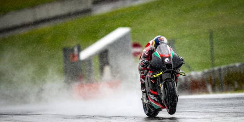 ドヴィツィオーゾ、アプリリアRS-GPの2度目のテスト実施。雨のムジェロで計45ラップ周回/MotoGP