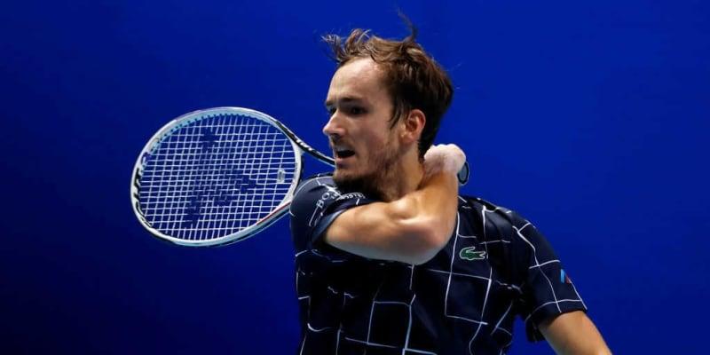 世界2位のテニス選手の独特なフォアハンドを名コーチが解説