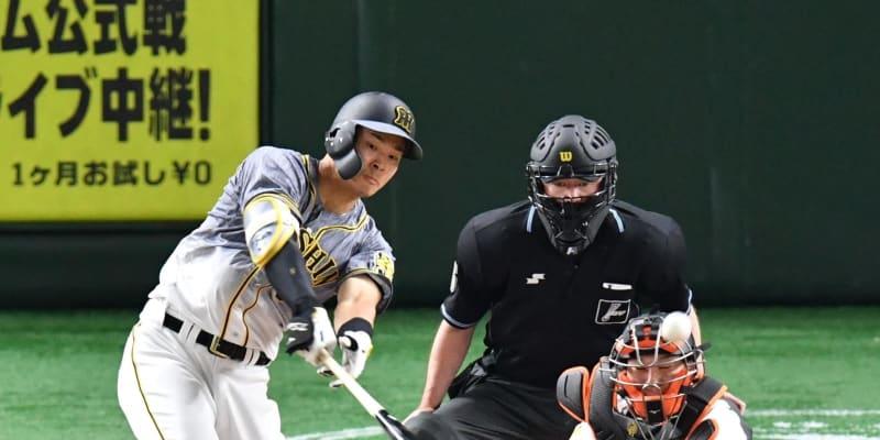 阪神・佐藤輝が先制打でガッツポーズ GT通算2000試合は怪物新人の一打で幕開け
