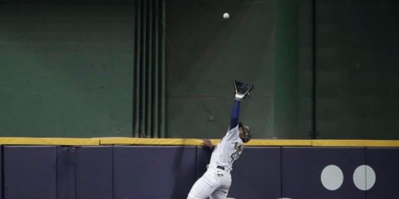 """【MLB】マリオ状態の""""2段ジャンプ""""が「現実離れ」 本塁打強奪を「軽々やっちゃうね」"""