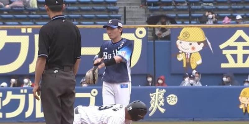 """「源田も苦笑い、観客は大笑い」審判も堪えきれなかった二塁ベースでの""""砂かけ"""""""