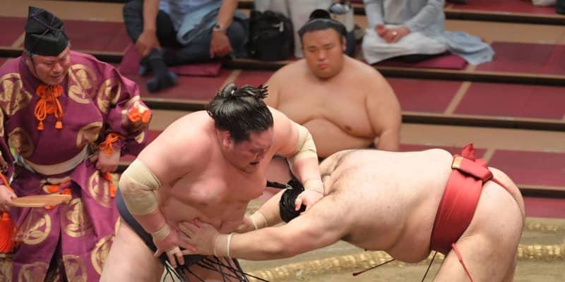 照ノ富士9連勝 4連敗中の高安に逆転のはたき込み